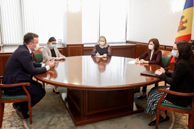 Zlatko Vujovic, HoM and Elene Nizharadze, DHoM of ENEMO's mission to Moldova met with the President of the Republic of Moldova, Maia Sandu